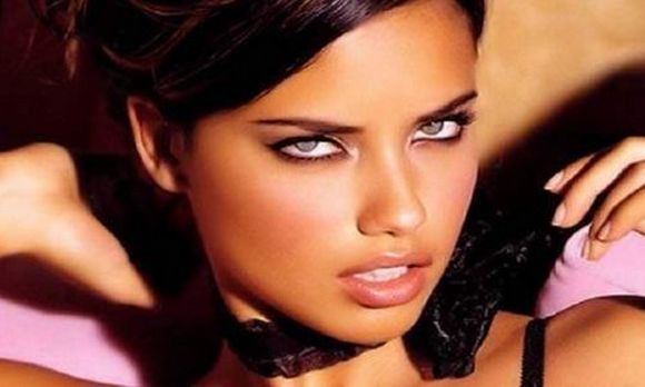 adriana lima seducing look