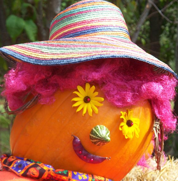 clown halloween pumkin with purple hair and hat