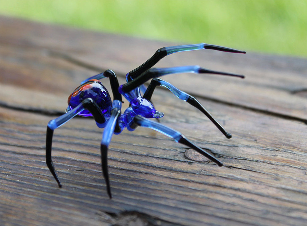 hand blown animal figurines spider