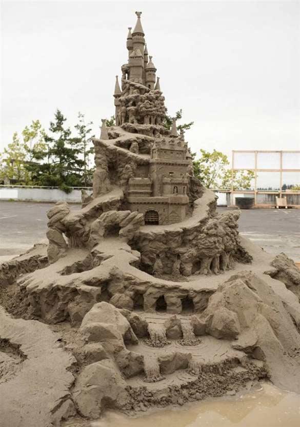 amazing sand sculpture castle