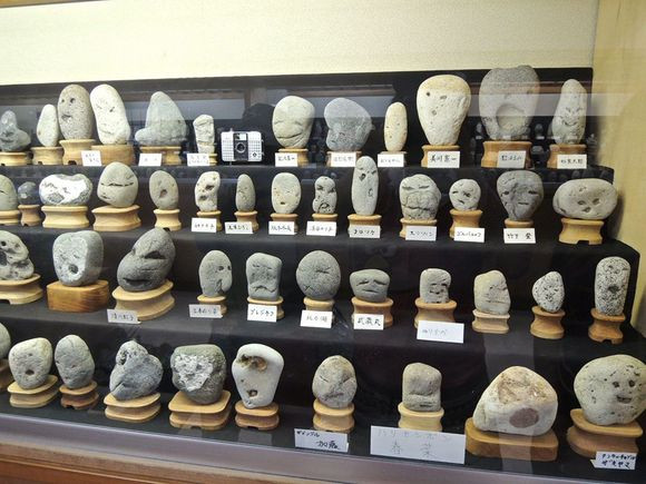 museum of rocks that look like faces in Japan